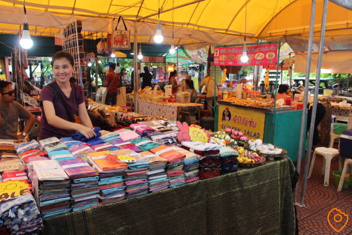 taling chan floating market clothes