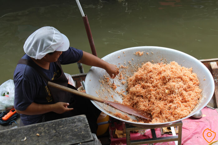 taling chan floating market lady