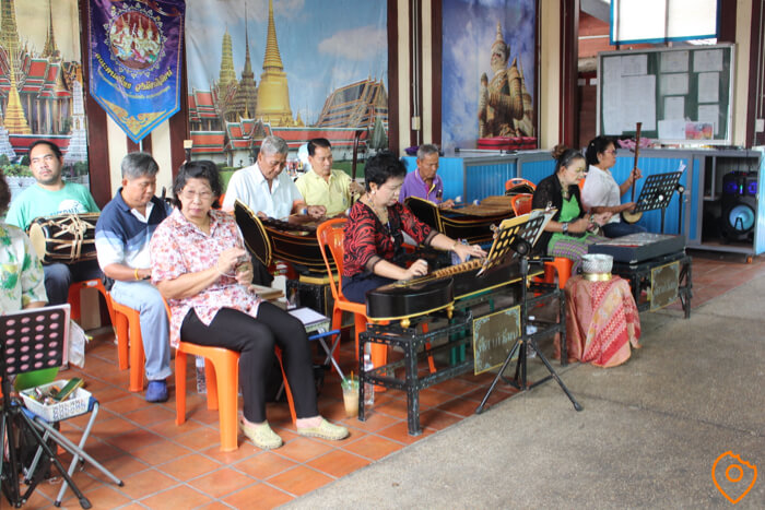 taling chan floating market live music
