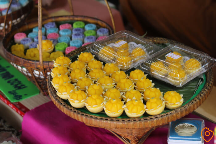Amphawa Floating Market Thai Desserts