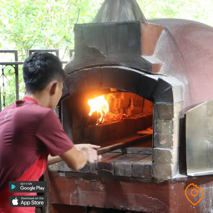 wood-fired oven pizza in sukhothai