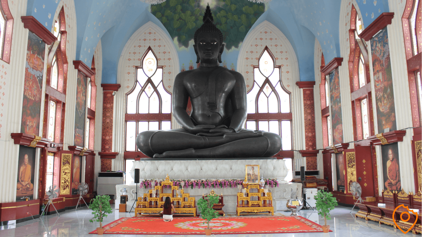 pray and worship buddha in Wat Dhammamongkol