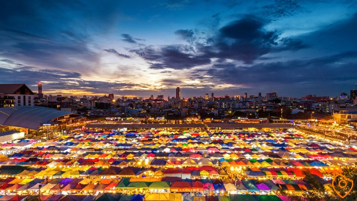 things to do in Bangkok - Train Markets