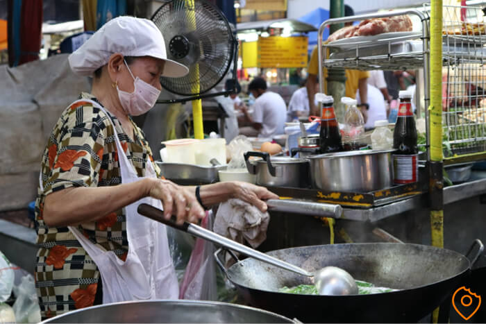 Where To Stay In Bangkok For Street Food - Chinatown Lady
