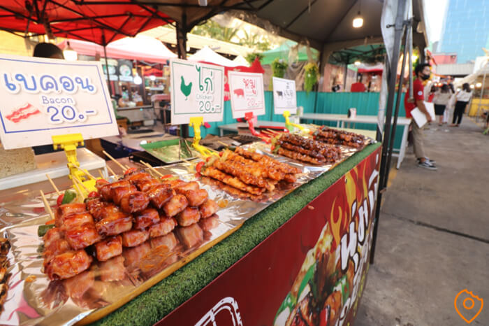 Where To Stay In Bangkok For Street Food - Ratchada Market
