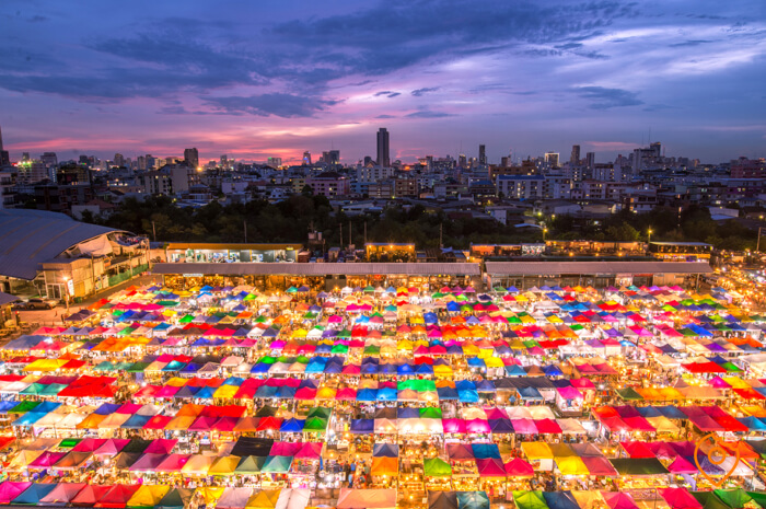 Where To Stay In Bangkok For Street Food - Ratchada Night Market