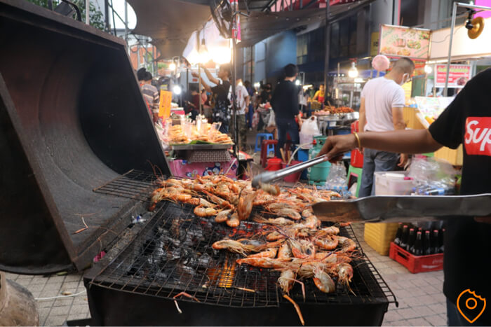 Where To Stay In Bangkok For Street Food - Victory Monument Market